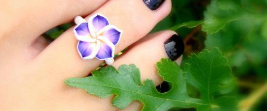 Prsten na nohu v podobě květiny