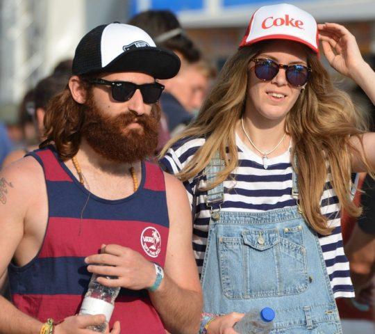 Typy oblečení na letní festival.