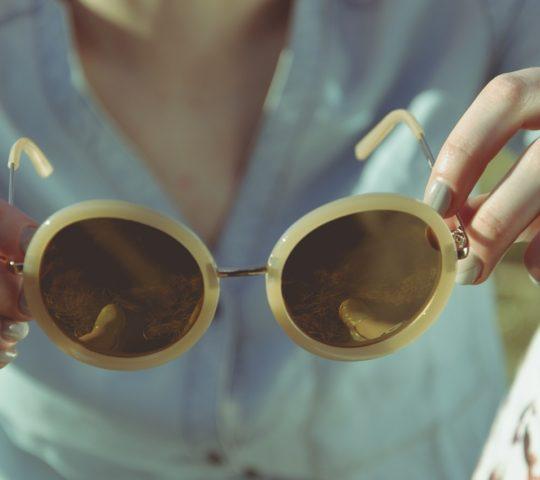 Sluneční brýle jak skvělý módní doplněk.